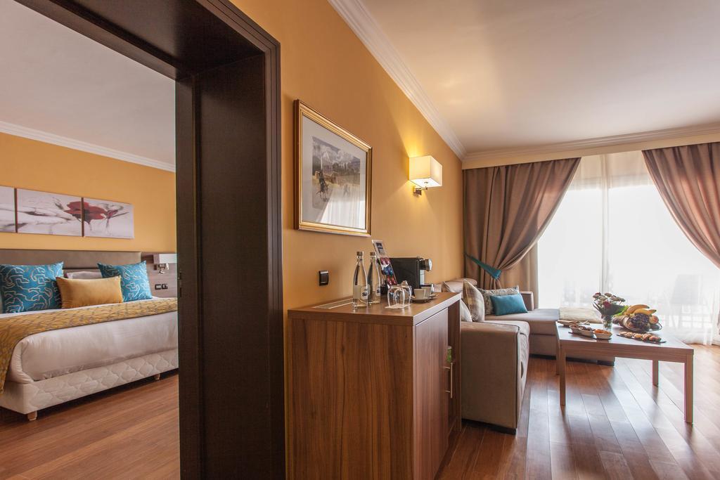 Suite Prestige 1 Chambre Double - Vue sur Piscine